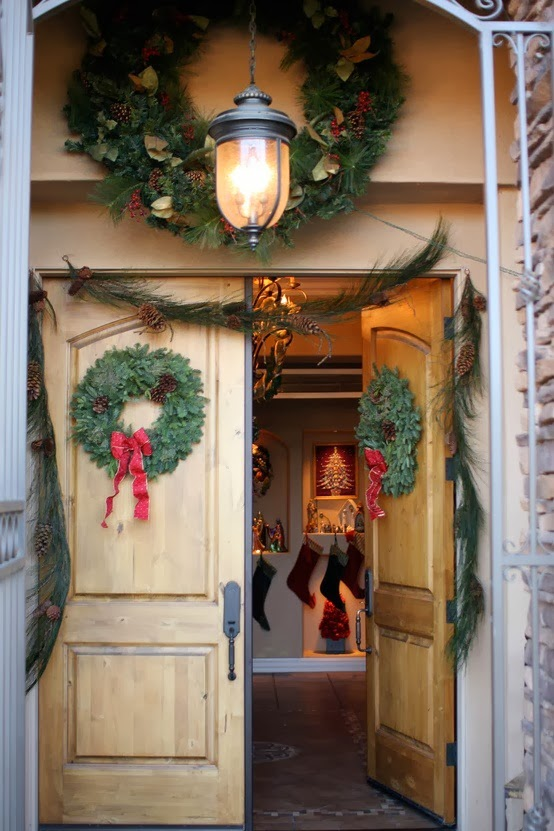 Pine cones and acorns front doors decorating for christmas for Pine cone door decoration