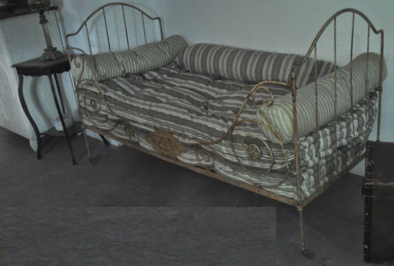 lit en fer forg ancien matelas laine tissus ancien parfait tat et. Black Bedroom Furniture Sets. Home Design Ideas