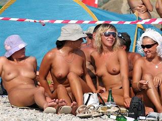 Hermosas Chicas Desnuda en Playa de Nudismo