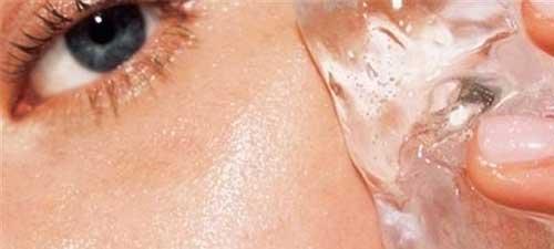 hielo para cerrar los poros abiertos