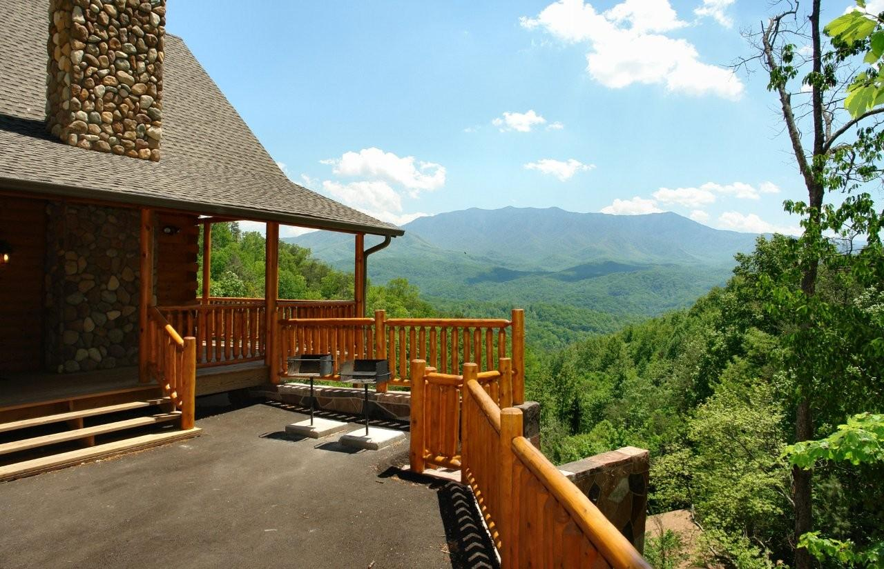 Gatlinburg cabin rentals swimming pool cabins Cottages with swimming pools to rent