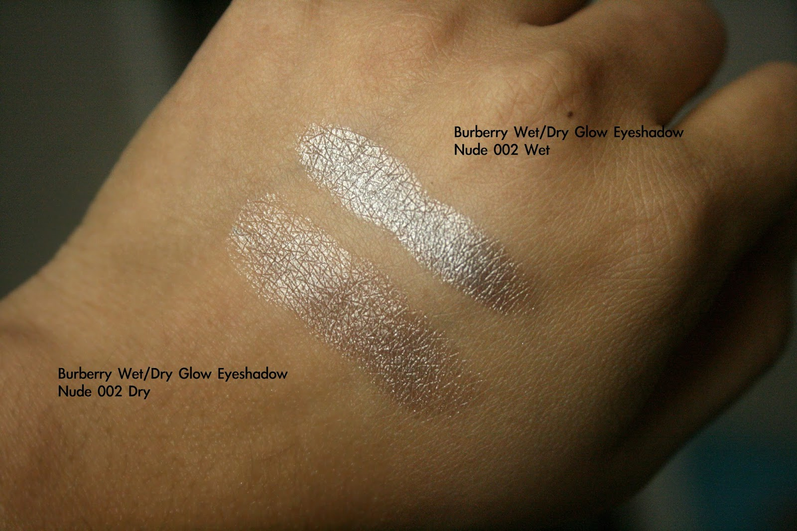 Burberry Wet & Dry Glow Eye Shadow in Nude 002 Swatch