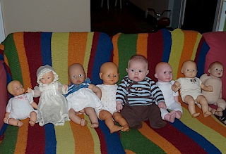 funny picture: baby  between dolls