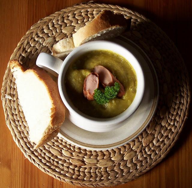 erwtensoep zuppa di piselli con salsiccia