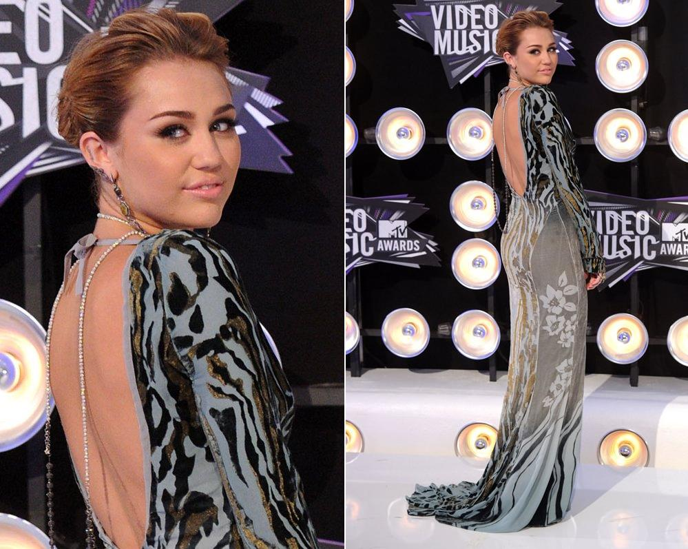 iley Cyrus arrives at the 2011 MTV Video Music Awards at Nokia