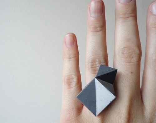 Diseño de anillo con forma geometrica