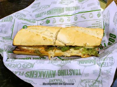 Quiznos: Sanduíche Dois Queijos Vegetariano no Pão com Ervas