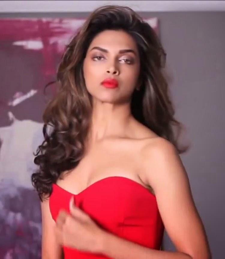 indian-sexy-actress-deepika-padukone-hot-pics