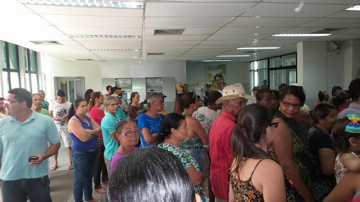 SERRINHA:POPULAÇÃO PROTESTA PELA FALTA DE DINHEIRO NOS BANCOS