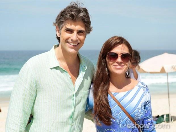 Gravam cenas de Em Família em uma das praias cariocas.