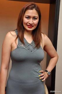 busty jwala gutta showing off her curvy figure in skin