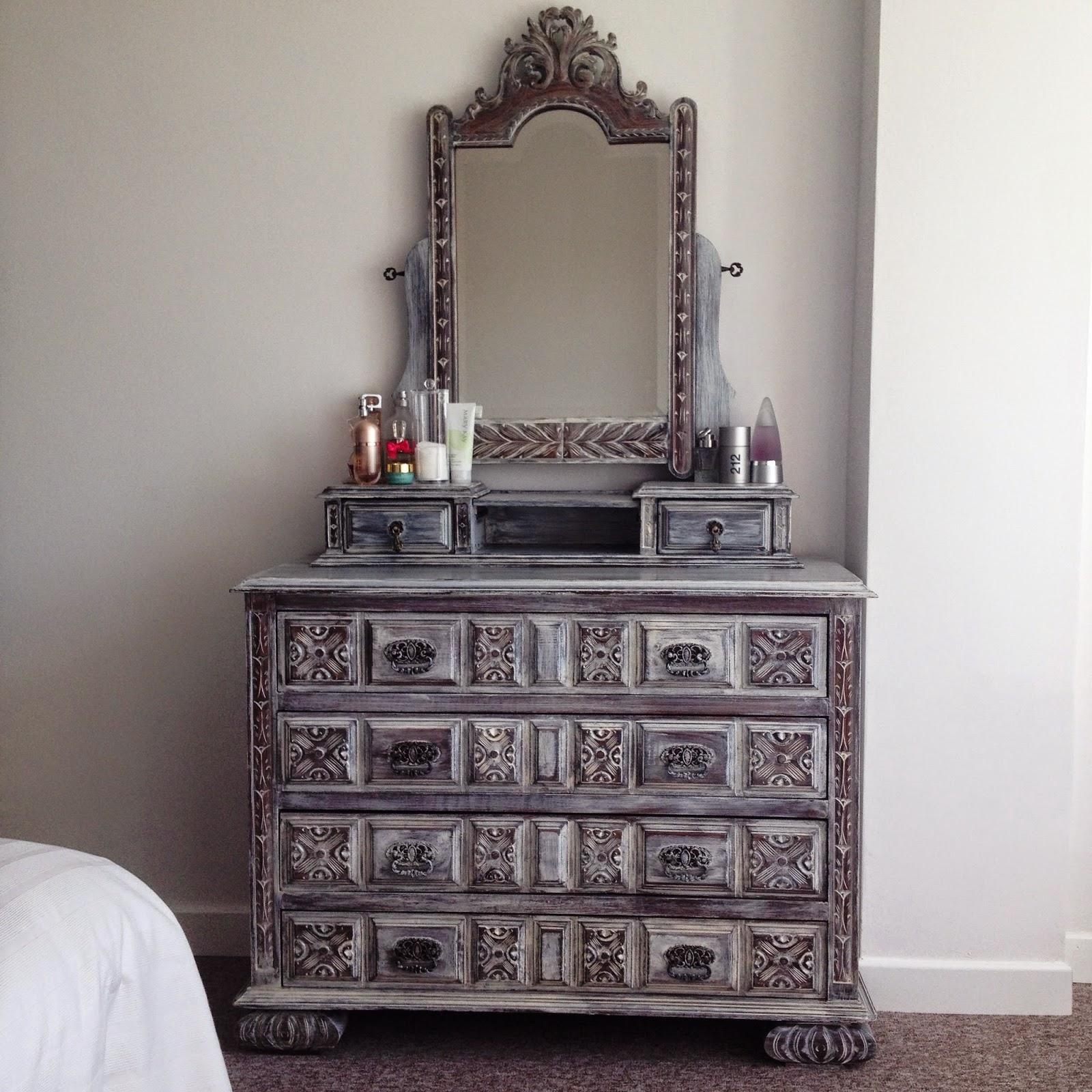 Naifandtastic decoraci n craft hecho a mano for Recuperar muebles antiguos