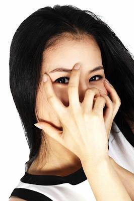 shy-girl - الخجل يلغي الشخصية أم يزيد الجاذبية