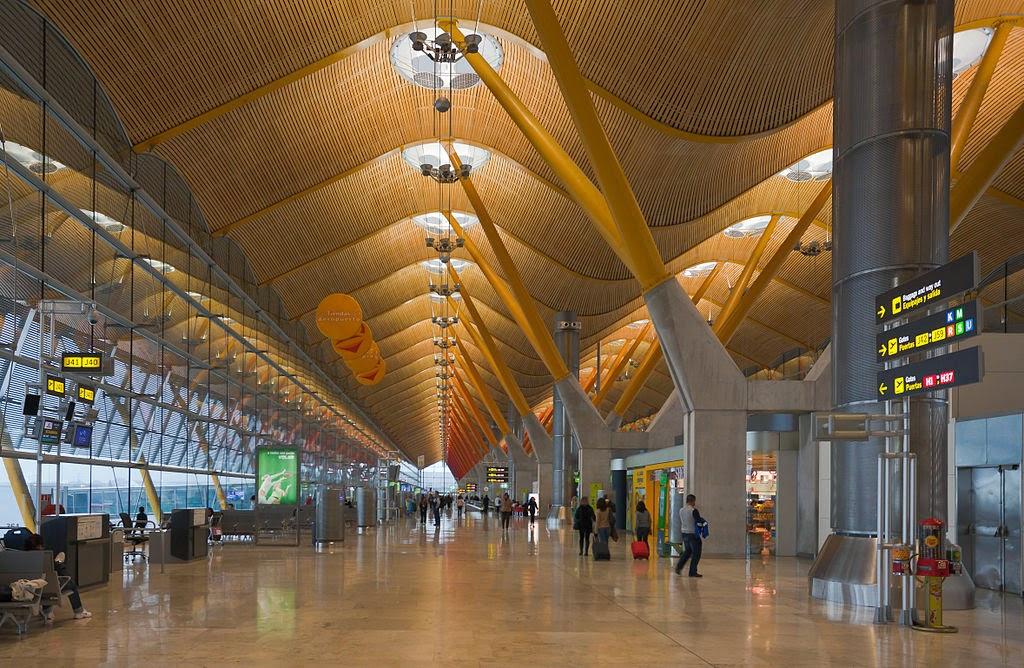 Adolfo Suárez Barajas es el principal aeropuerto internacional de Madrid, en España