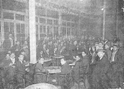 Componentes del Club Ajedrez Barcelona en su local del Café Condal en 1922