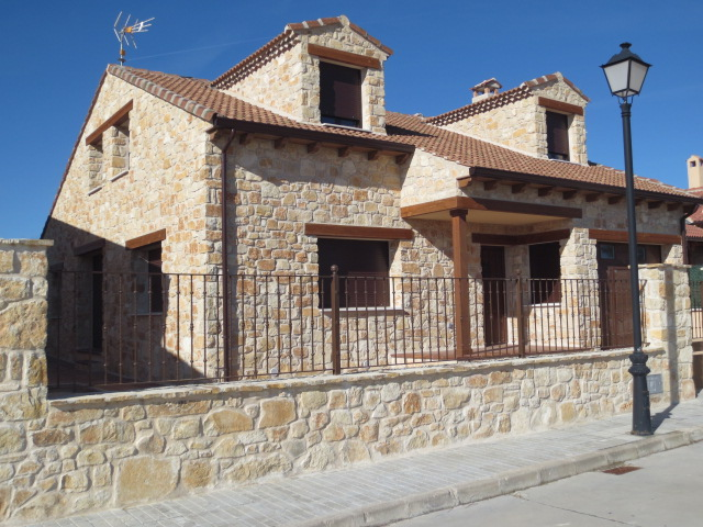 El talon sierte construcci n en cantalejo segovia construcci n de vivienda unifamiliar en - Construccion casa de piedra ...
