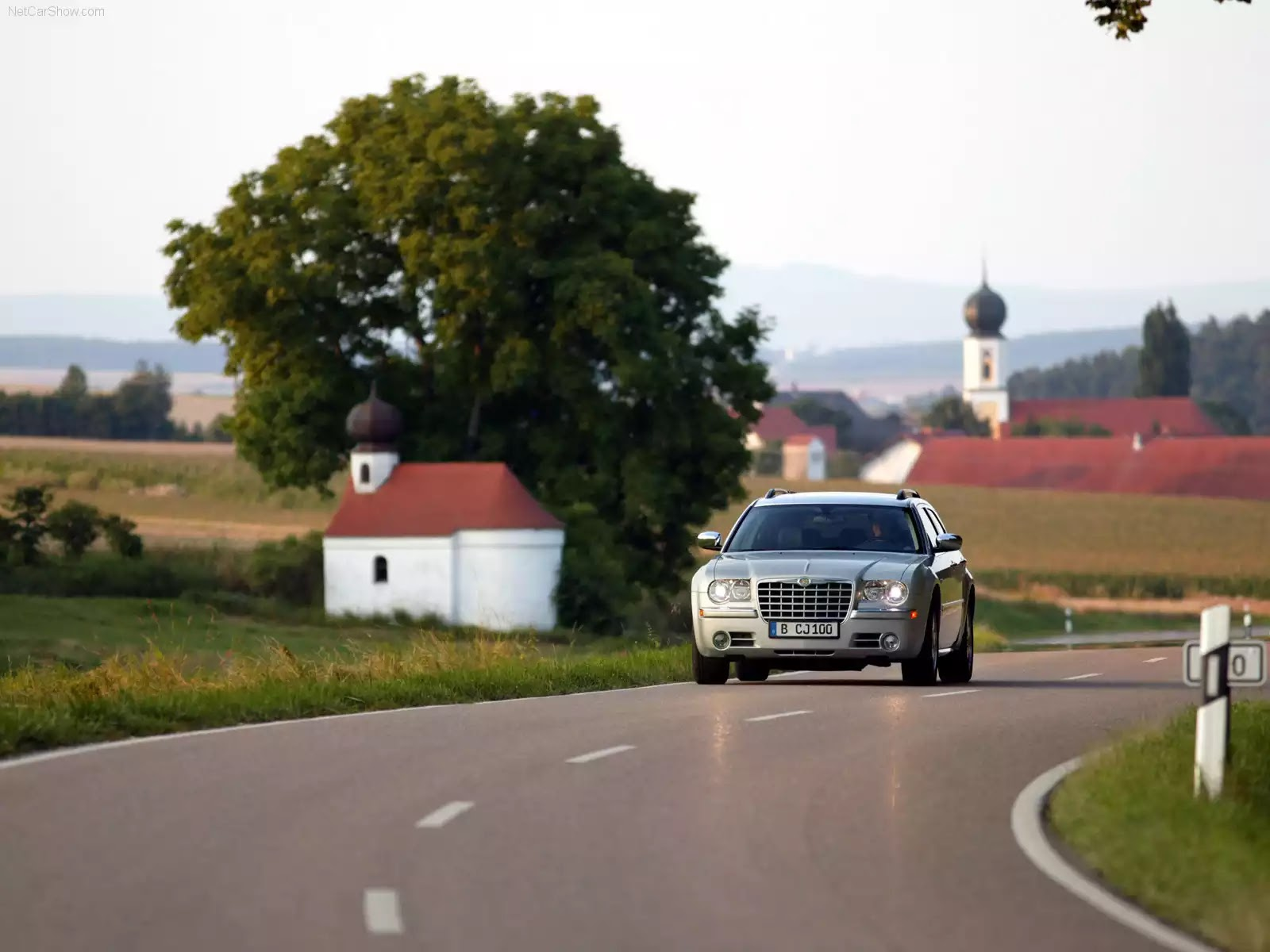 Hình ảnh xe ô tô Chrysler 300C Touring 2005 & nội ngoại thất