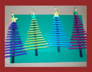 Árbol de navidad hecho con  pajitas