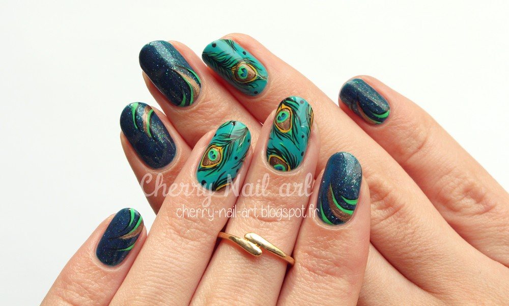 nail art plume de paon et paillettes