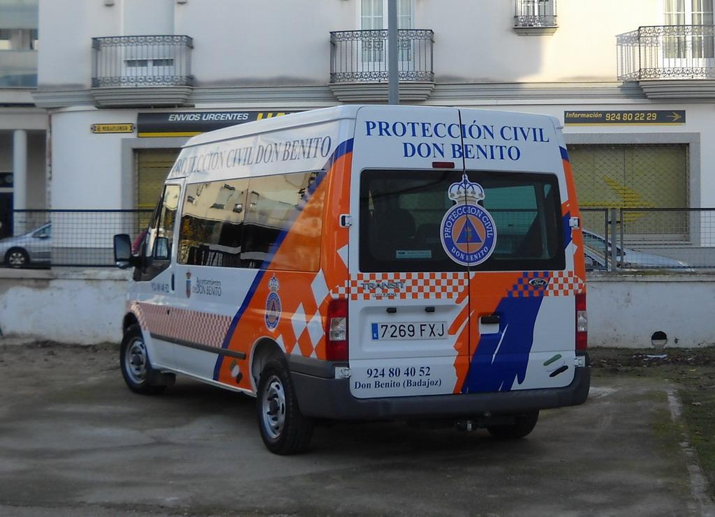 vehiculo proteccion civil: