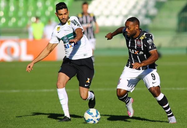 Coxa arranca empate no fim de jogo diante do Corinthians