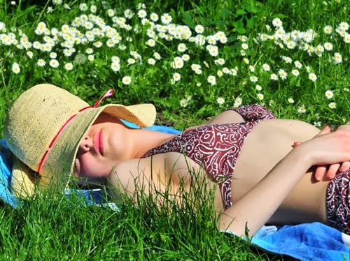 Sunbathe..It's time to Look like Sophie Lorena