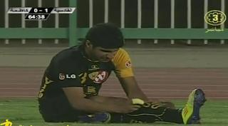 لقطه اصابة اللاعب مساعد ندا في مباراة القادسية وكاظمة 20-4-2012