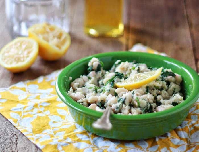 الفاصوليا المهروسة والسبانخ وصفة وجبة فطور صحي متكامل