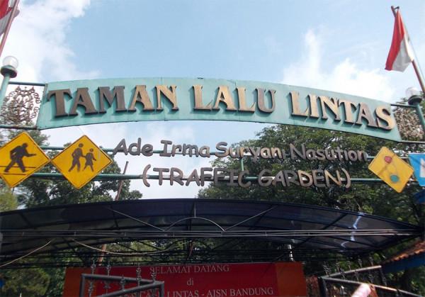 Pintu gerbang mauk Taman Lalu Lintas Ade Irma Suryani di Kota Bandung