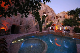 gamirasu-cave-otel-ürgüp-açık-yüzme-havuzu-kapadokya-peri-bacaları