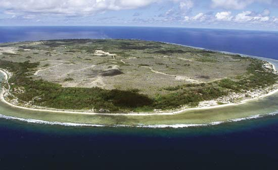 جزیرهی نائورا وسط اقیانوس آرام