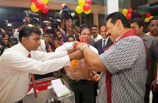 the President Mahinda Rajapaksha declared open a Cargills Food City at the new resting area along the Southern Express Way
