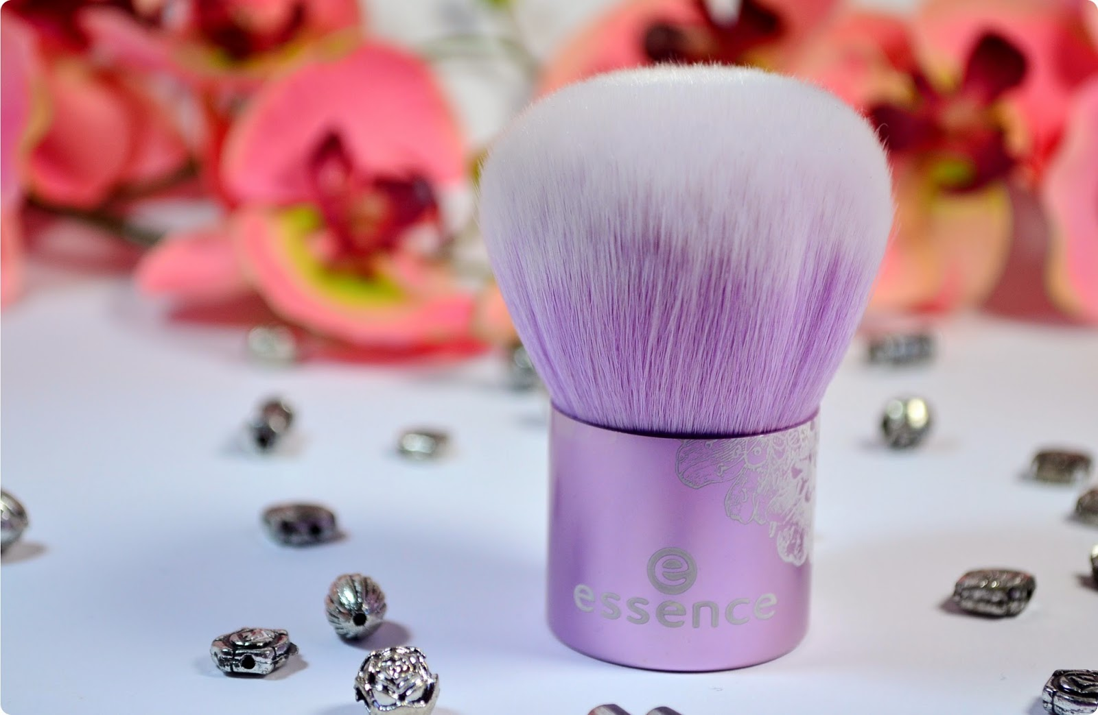 Review essence Bloom Me Up Tools KABUKI BRUSH LOVELY LAVENDER