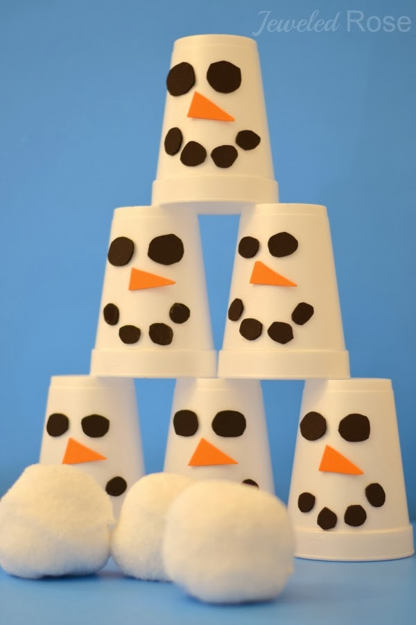 ... it. The idea is simple; toss the snowballs to knock down the snowmen