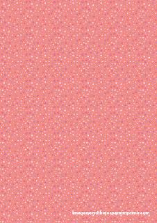 pequeños corazones de color rosa
