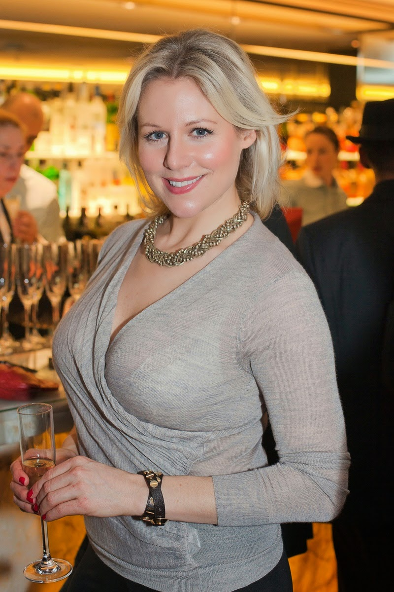 Abi Titmuss is Keen to Lose Weight at Park in London