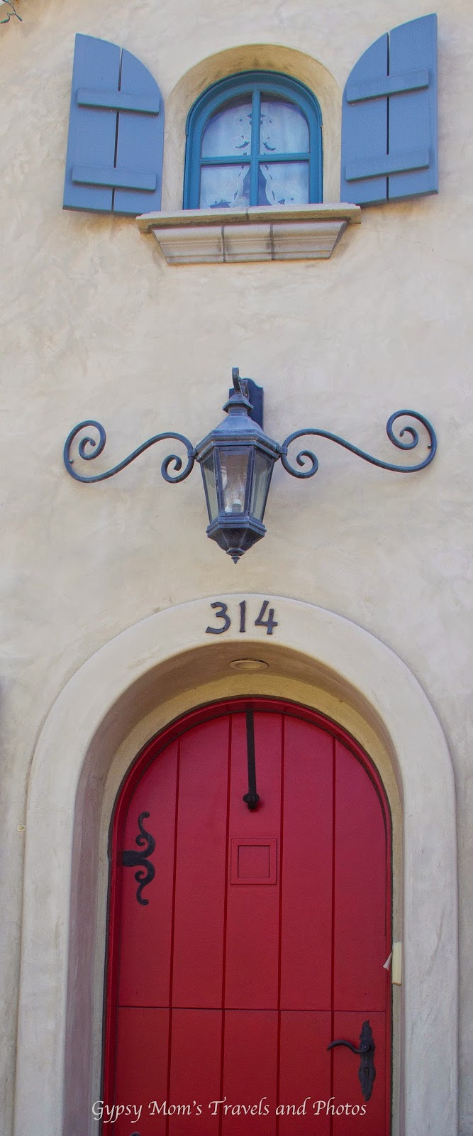 Red door on house on Balboa Island