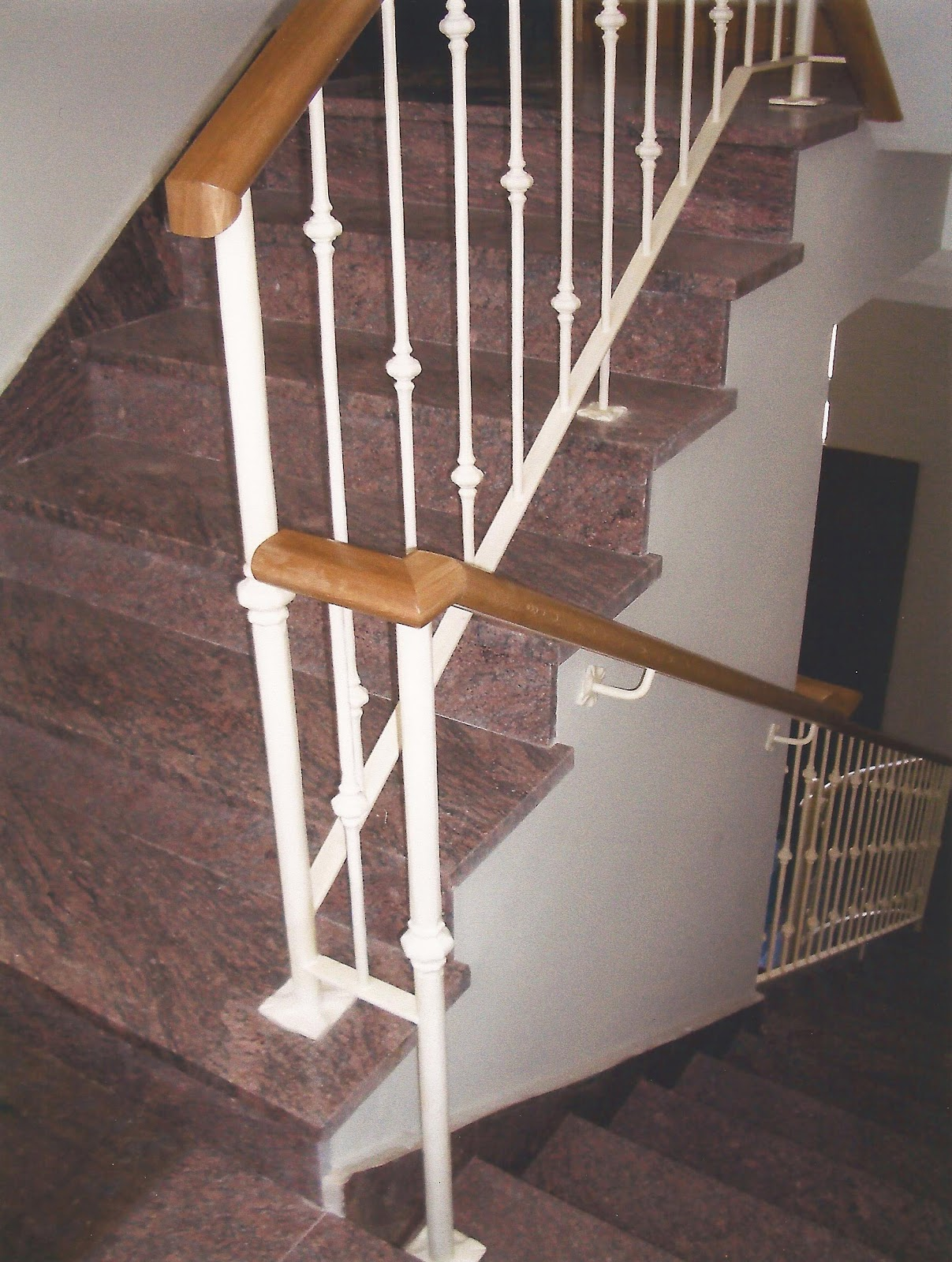 Talleres gra a s l pasamanos de hierro a coru a for Como construir una escalera de hierro y madera