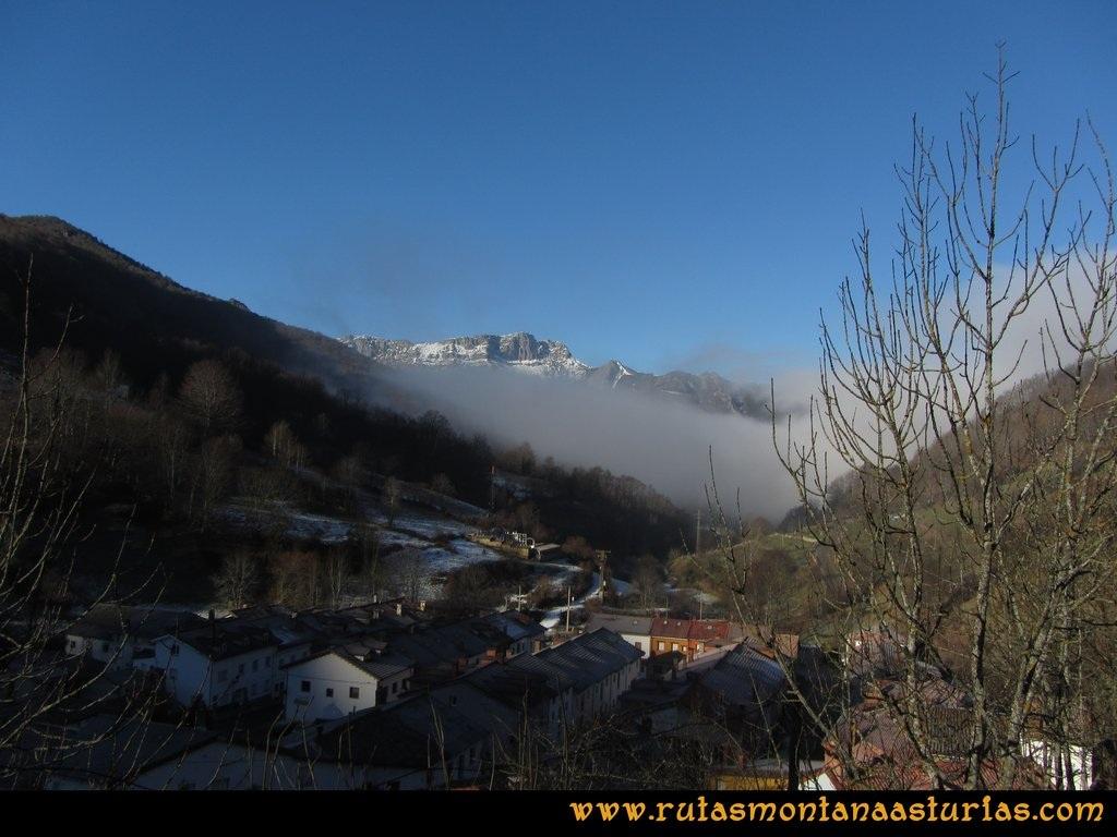 Ruta Tarna, Pico Mosquito y Pareu: Vista del pueblo de Tarna y Canto del Oso