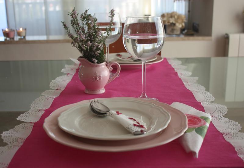 Con mucho gusto caminos de mesa con blondas y papel crep - Caminos de mesa de papel ...