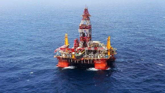 """Trung Quốc kéo giàn khoan """"Hải dương 981"""" trái phép vào lãnh hải Việt Nam."""