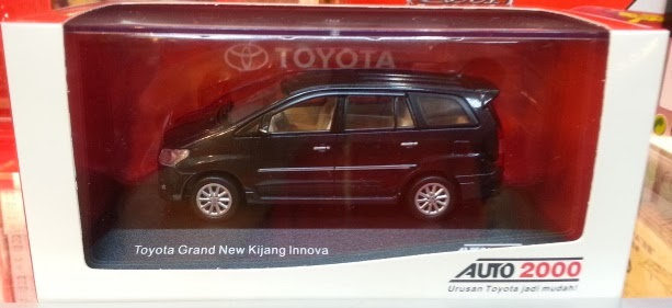 Dealer Box from Rims Toyota Grand New Kijang Innova black (1:43)