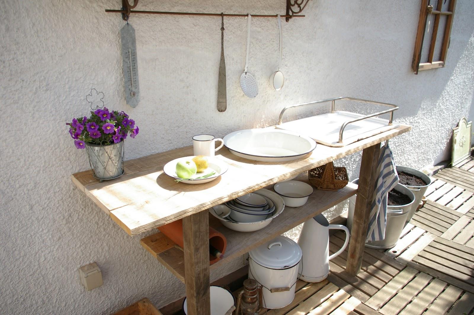 Klein(e)s Haus: Außenküche und Weidesaison