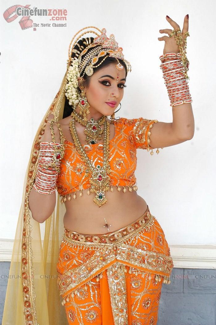 actress nude Tamil photos poorna