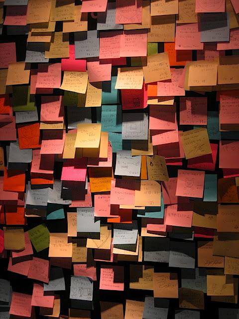 http://4.bp.blogspot.com/-R3DhPMDvnXE/TWJPoTZa16I/AAAAAAAAAFQ/SRz66E8dgmo/s1600/post-it-mess.jpg
