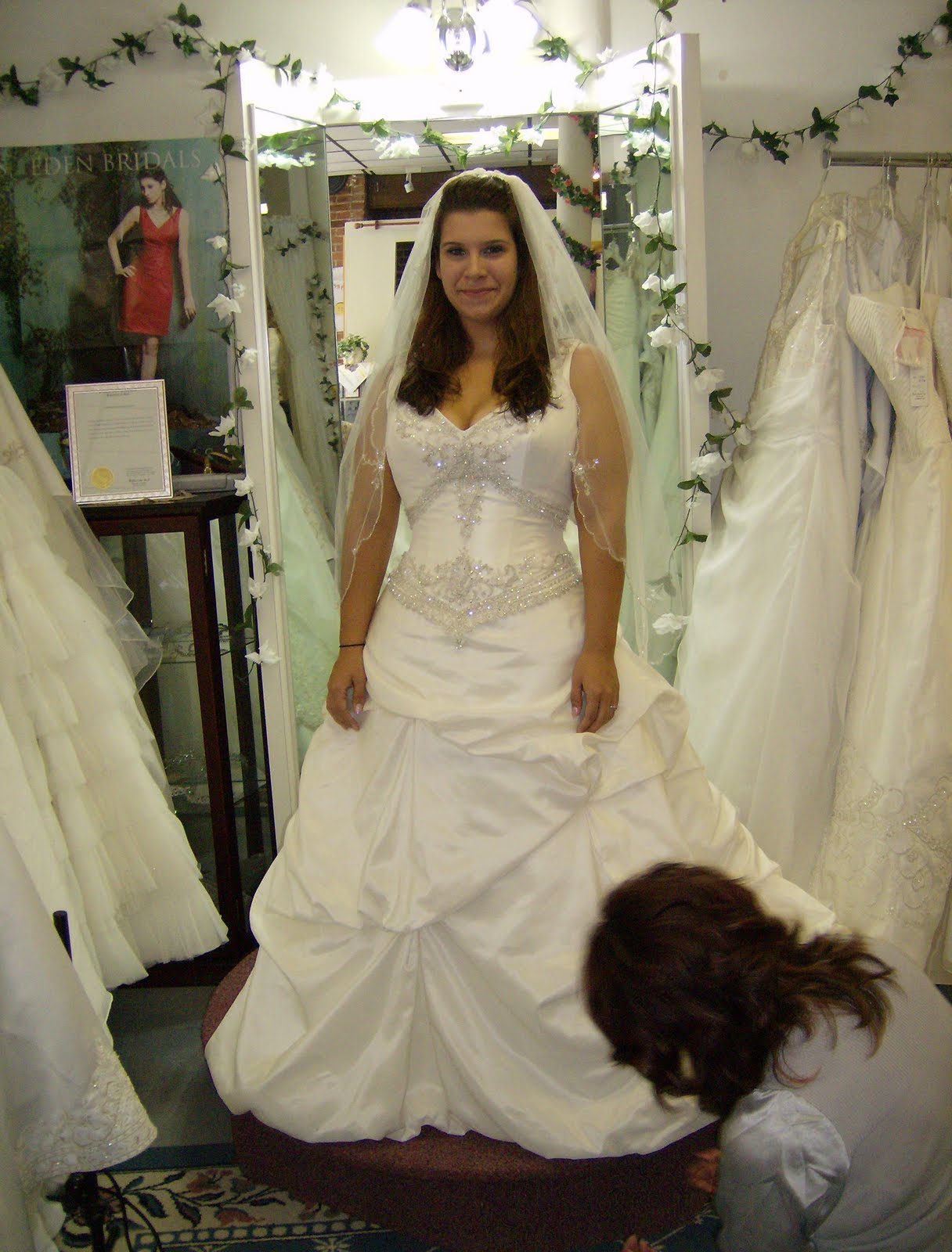 Does Anyone Know Of A Consignment Shop That Buys Wedding Dresses I Really Want This Thing Out My Closet And It Would Be Great To Make Few Dollars On