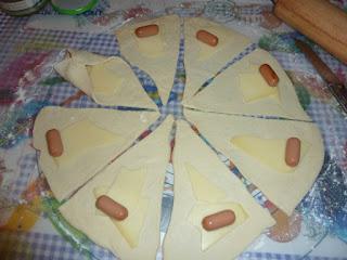 Enroladinhos de queijo e salsicha