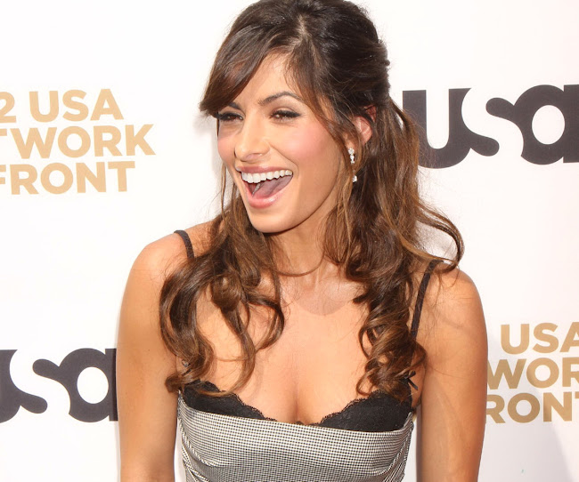 SARAH SHAHI attends USA Network Upfront Presentation 2012