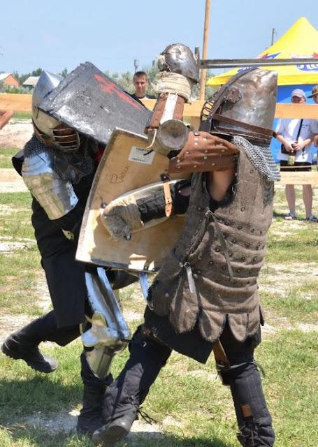 рыцари в поединке