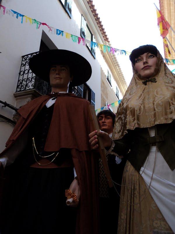 Els gegants d'Alaior, amb el molinenc Bernat de fons, durant la seva visita a l'illa de Menorca // Diari geganter digital de Menorca